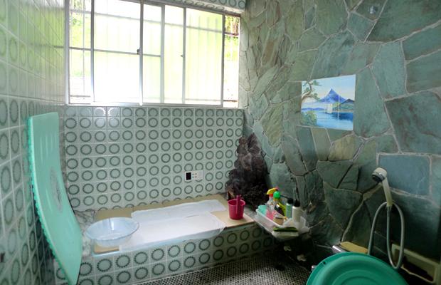 before:浴室リフォーム前は毎日重労働の天然石の掃除は大変でした。