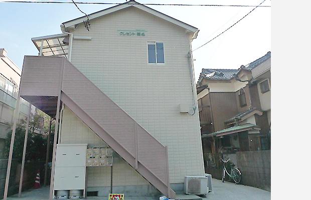 after:明るいベージュ色に塗り替えました。アパートの外観が綺麗になると住んでいる方も、近所の方も気持ちが良いですよね。