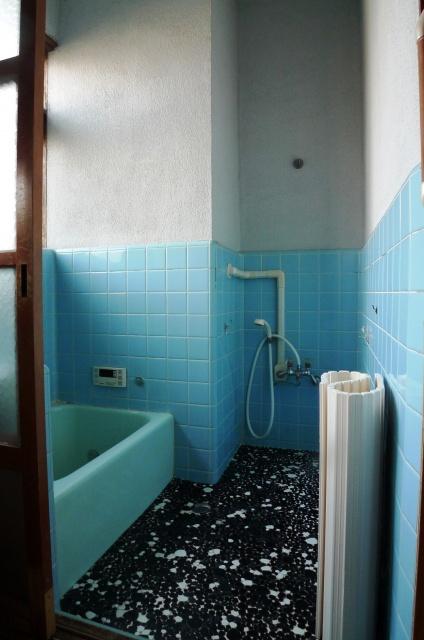 before:奥の出っ張った壁の部分が浴室を狭くしていました。