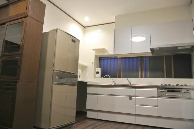 after:収納たっぷりの明るいキッチンにリフォーム
