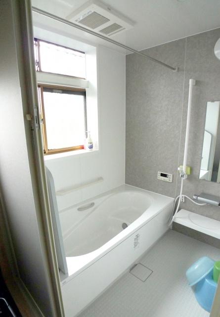 after:浴室も既存の窓を活かし明るく広く生まれ変わりました。