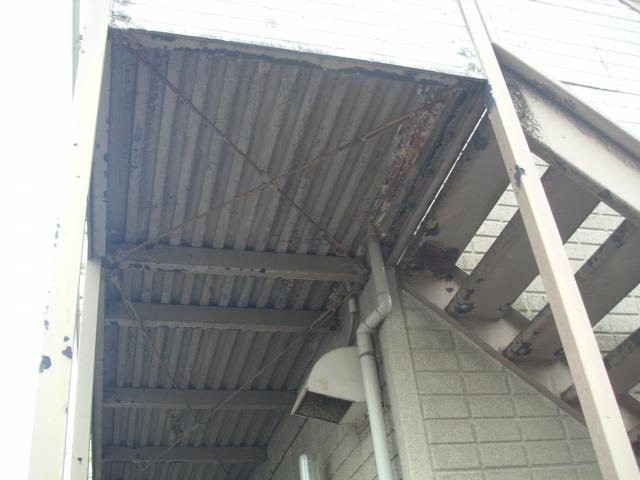 before:鉄骨部分も塗装が剥がれ、このまま放置しておくと錆が進行してしまうおそれがあります。