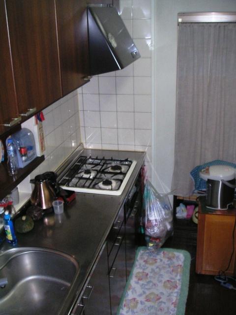 before:既存のキッチンは上部の収納が高くて使いづらい状態でした。