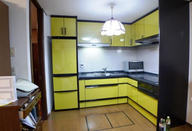 after:トールキャビネットの採用とL型キッチンで収納力抜群のキッチンに!