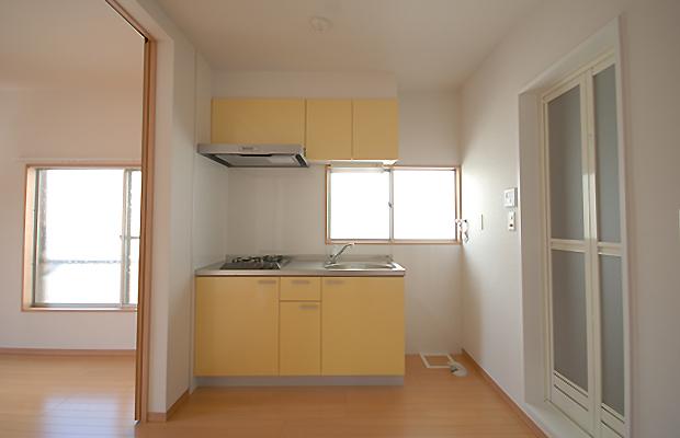 キッチンのafterです。差し色に黄色を入れました。