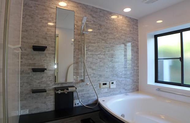 after:照明はダウンライトですっきり。浴室暖房乾燥機にはミストが付いて快適なバスタイムを過ごせます。