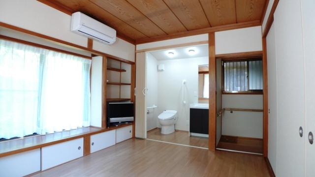 After:お母様が暮らしやすいようオープンなトイレ・サニタリー空間が実現しました。