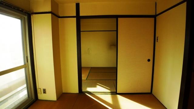 before:和室は2部屋あり、中間には間仕切りの壁と襖がありました。