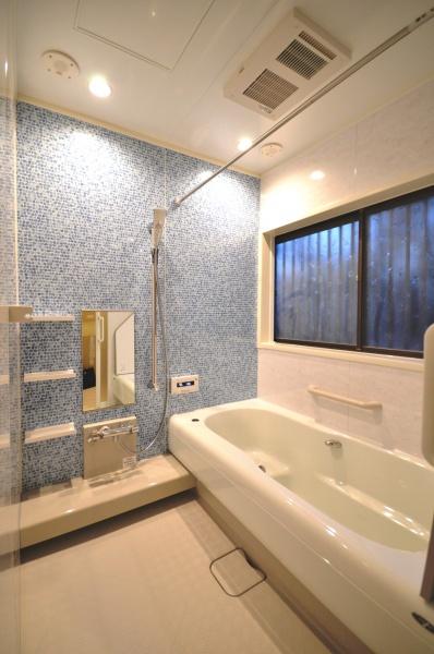 after:選びに選び抜いた浴室。ショールームで何度も仮想入浴をして決めた浴室は「やっぱりこれにして良かったね」と言えるリラックス空間に。トクラスの標準仕様にはなんと音楽スピーカーもついています。これも決めてになりました。