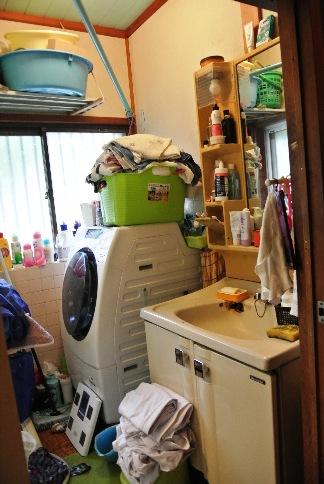 before:洗面室は収納がうまくできなかったこともありますが、床が抜けそうになっていたことが一番心配でした。新しい土台と下地を入替えたのでこれでもう安心です。