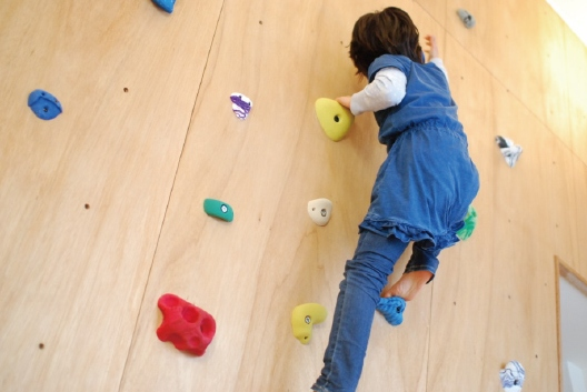 after:ボルダリングは子供たちの毎日の楽しみ