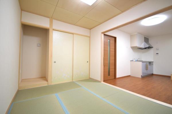 After:和室とキッチンは行き来がしやすいようバリアフリーのワンルームとしました。