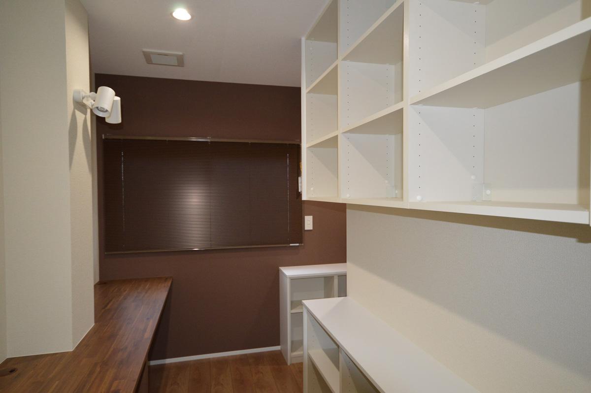 After:多趣味なご主人の書斎スペース。収納スペースもたっぷりです。