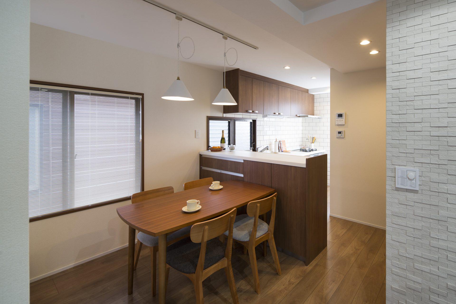 After:奥様ご希望のタイル張りでキッチンに立つのも楽しくお料理に腕をふるえます。