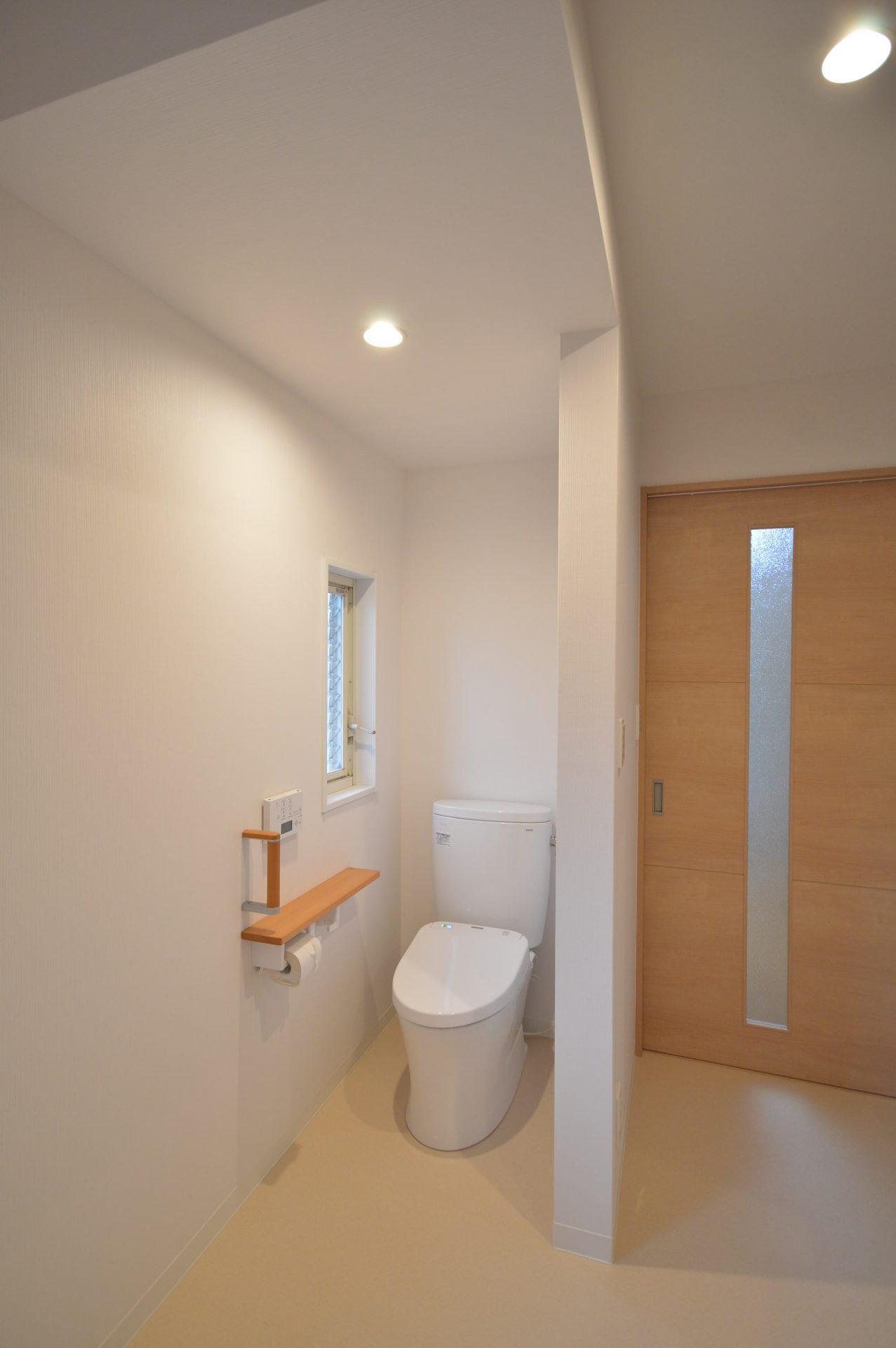 After:トイレは洗面と一室になっており、あえて扉を設けていません。