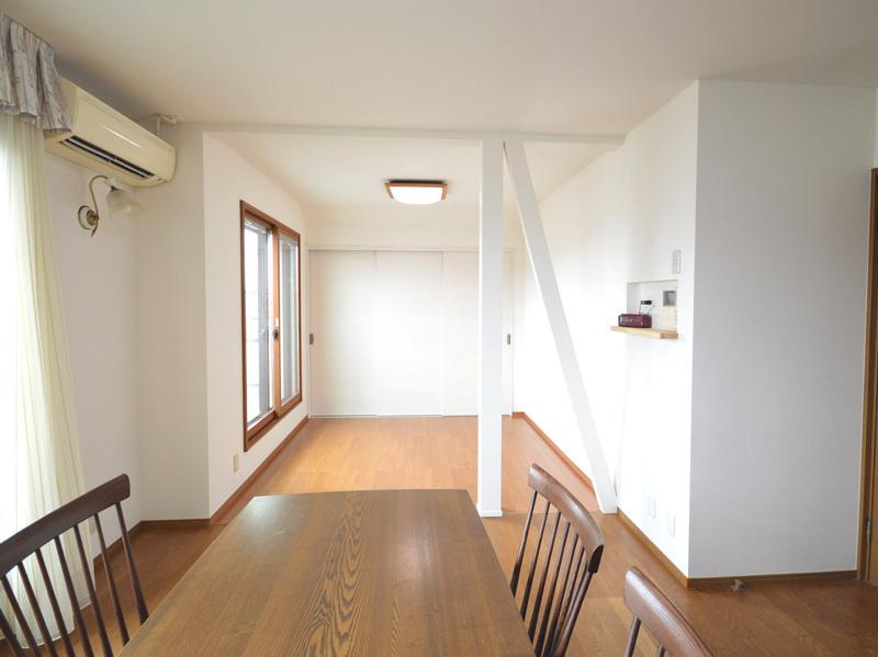 After:和室だった部分を繋げてひと繋がりの空間に。窓には内窓(インプラス)を設置して結露防止と冷暖房の効率化を図りました。
