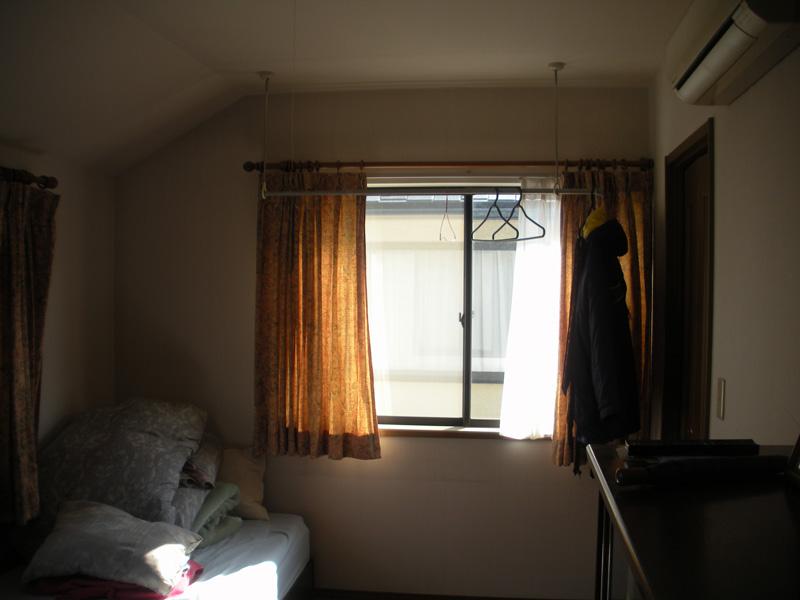 Before:結露で悩んでいた寝室の窓。