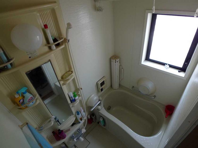 Before:給湯機、窓、シャワー、それぞれが年数が経った為不具合を起こしていました。