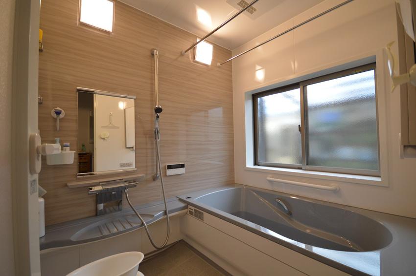 After:寒さも改善し、出窓部分も広がり明るくなった浴室