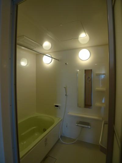 after:シンプルながらも暖房乾燥機を備えた浴室
