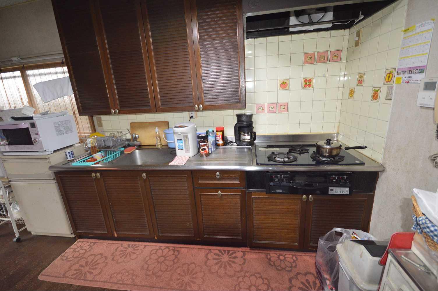 before:カウンター高さが合わず、無駄にシンクが大きく使い勝手に不満のあったキッチン