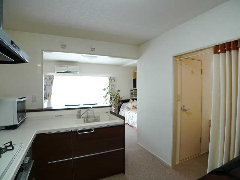after:南側に解放されたL型キッチンは明るくて使いやすいと好評です。