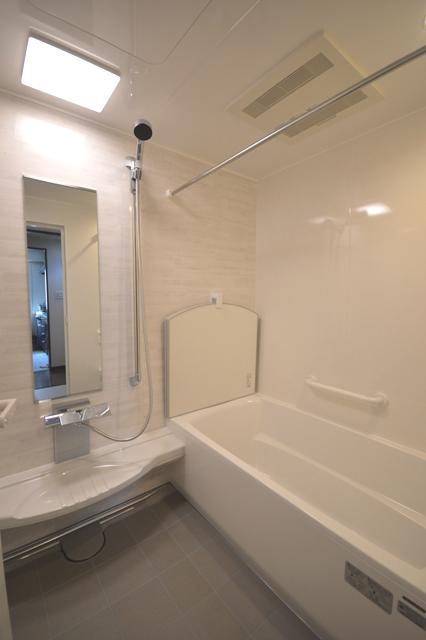 After:風呂蓋もスッキリ!ブリックグレーがアクセントに!