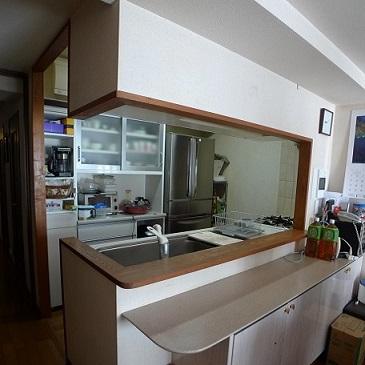 before : 今回のキッチンリフォームのポイントになった、カウンターと袖壁です。