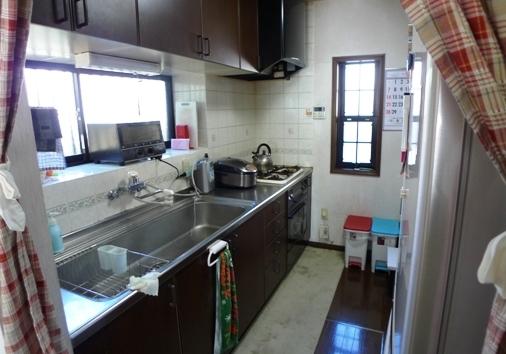 before :大きなシンクの上、トースターや炊飯器などがキッチン側にしか置けず、作業スペースが狭かったのを改善しました。