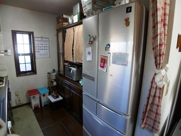 before :冷蔵庫が入り口側にあり出っ張っていました。出入り口も狭く、ダイニングからの見た目も気になっていました。