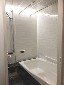 After:タカラの鋳物ホーロ浴槽です。足を延ばして浴槽に入れるようになるべく間口方向のサイズを大きくし向きを変えています。タカラだからできるぴったりサイズ。