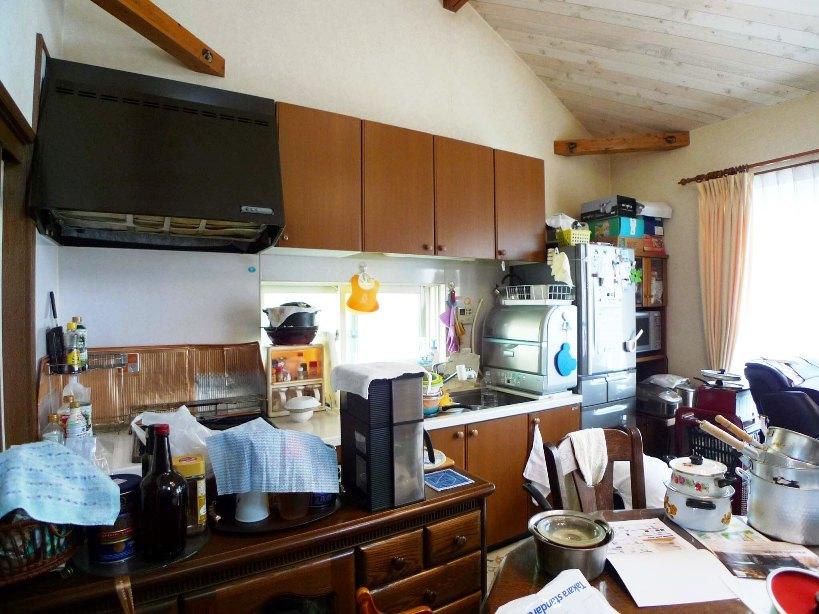 before:キッチンの後ろには棚があり家電などを置いていたので、人がたくさん集まるとキッチンとダイニングの行き来がしづらい状況でした。
