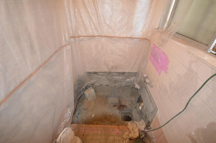 <初日>浴槽回りの解体後