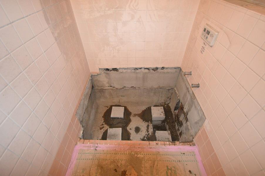 <2日目>浴槽を支える基礎作り