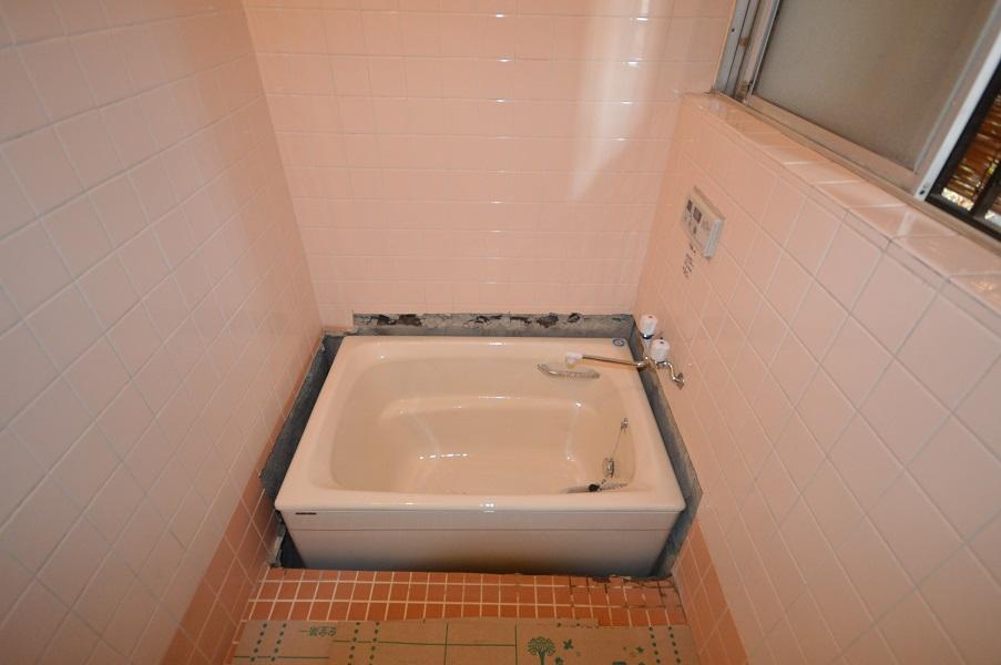 <3日目>重量およそ100kgの浴槽を納めました。