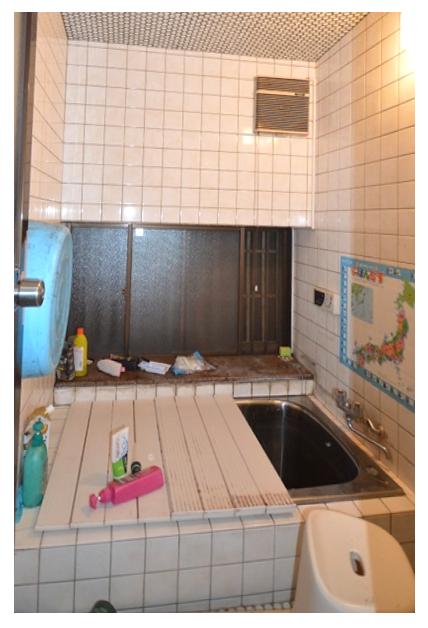 Before:浴槽脇には大きな出窓