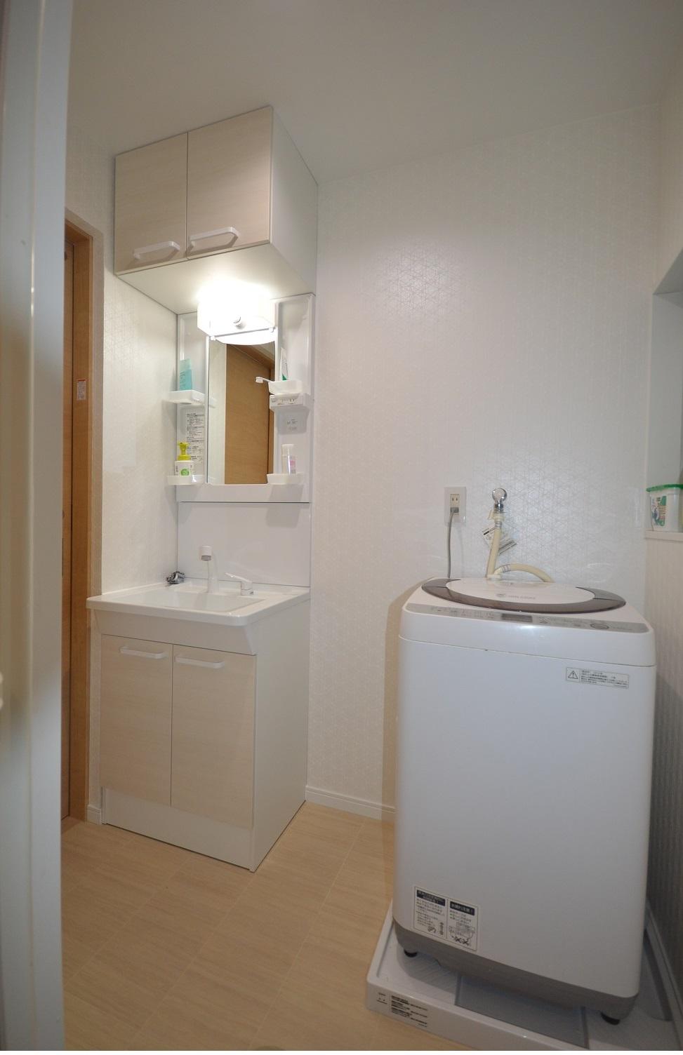 After:洗面化粧台と洗濯機の間には収納用品を設置予定