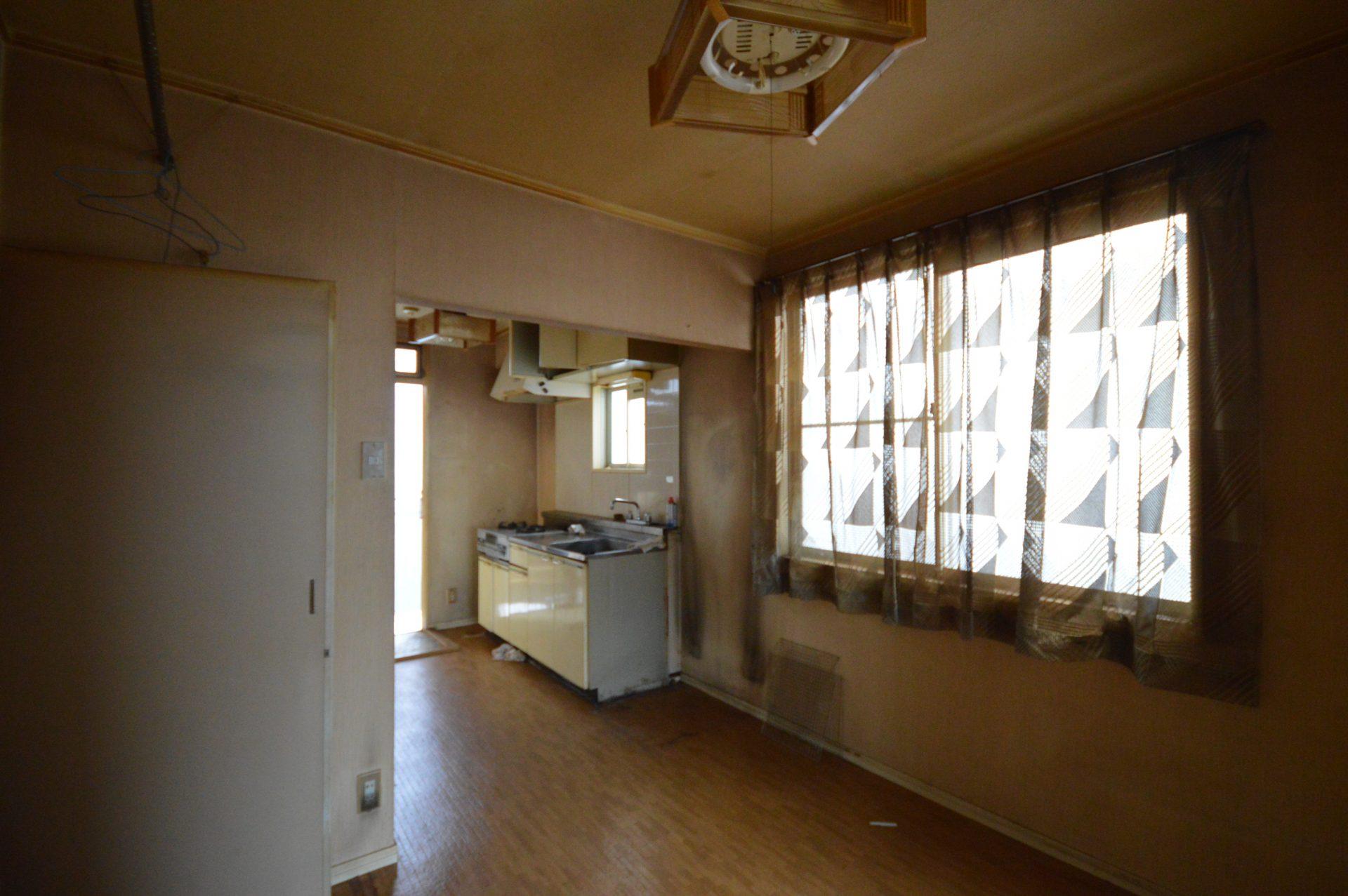 After :居間からキッチンを見る
