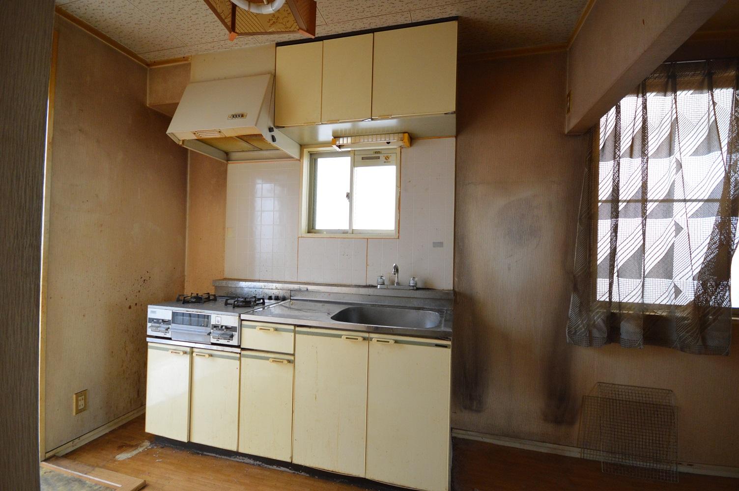 Before :使い込まれたキッチン