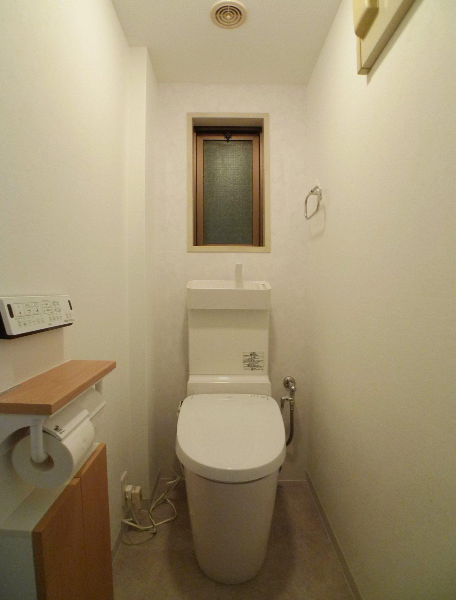 Afterトイレ   トイレ本体はPanasonic NEWアラウーノ、便座はLIXILのNew Passo