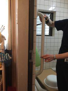 ②出入り用縦手摺(浴室側)